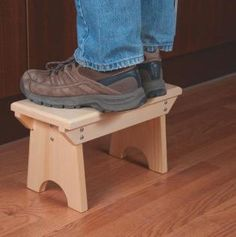 Woodworking How To How to Make Foot Stool Plans – Furniture Plans and Projects Canadian Woodworking, Woodworking Shows, Woodworking Bench Plans, Woodworking For Kids, Woodworking Furniture, Furniture Plans, Woodworking Projects, Teds Woodworking, Youtube Woodworking