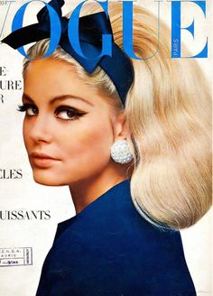 1966 - French Vogue - cover photo of Kecia Nyman by Guy Bourdin. Vogue Vintage, Vintage Vogue Covers, Look Vintage, Vintage Beauty, Vintage Makeup, Vintage Glam, Vintage Hair, Fashion Cover, 1960s Fashion