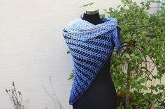 #Mode #Accessoires #Tuch #gehäkelt #Schal #Farbverlaufswolle #blau #hellblau #dunkelblau  Hier ein Exemplar der Kollektion Tücher: dieses Mal ein besonders edles und...