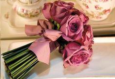 Bouquet de rosas: o significado depende da cor. Variam entre paixão, carinhos, sucesso, amizade, romantismo, desejo e gratidão.