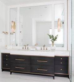 Modern Bathroom Have a nice week everyone! Today we bring you the topic: a modern bathroom. Do you know how to achieve the perfect bathroom decor? Bathroom Vanity Designs, Bathroom Interior Design, Bathroom Ideas, Modern Bathroom Vanities, Bathroom Furniture, Modern Interior, Best Bathroom Vanities, Modern Vanity, Bathroom Inspo