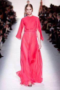 Valentino at Paris Fashion Week Fall 2014 - Runway Photos London Fashion Weeks, Modest Fashion, High Fashion, Fashion Show, Paris Fashion, Woman Fashion, Style Haute Couture, Mode Simple, Paris Mode
