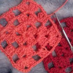 _madamechic_ Mais cores.... #squaresdecroche #look #blusadecroche #moda #colorida #cores #crochetersofinstagram #anne #fashion #crochet #feitoamao #love #handmade #linhascirculo #modafeminina