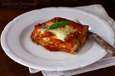 "Vinete ""à la parmigiana"" – vinete cu parmezan Fish Recipes, New Recipes, Healthy Recipes, Healthy Meals, A Food, Good Food, Stir Sticks, Eggplant Recipes, Parmezan"