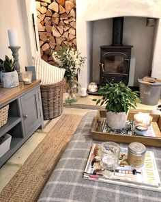 ♡ Happy Friday alllll 🍂💓 and what a beautiful frosty morning ❄️ We've hopefully got our new footstool for the living room arriving either… Cottage Lounge, Cottage Living Rooms, Cottage Interiors, New Living Room, Home And Living, Estilo Country, Living Room Decor Inspiration, Country Interior, Home Fashion