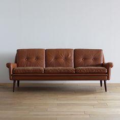 Vintage(ヴィンテージ) 3seat sofa:ミッドセンチュリーモダン | ソファ | デンマーク製 | 東京、目黒通りにあるインテリアショップカーフ、ブラックボードのオンラインサイトです。オリジナルデザインの家具や、北欧,英国ビンテージ・アンティーク・インダストリアル家具・照明を取り扱っております。
