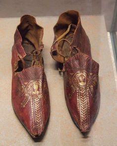 Sapato bizantino do séc. XII. Provavelmente o rei Balduíno IV calçou um modelo semelhante.