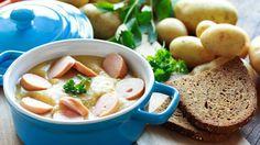 Kartoffelsuppe ist ein Klassiker der Hausmannskost. Sie ist einfach in der Zubereitung, sättigt und schmeckt einfach jedem. Probieren Sie es aus!