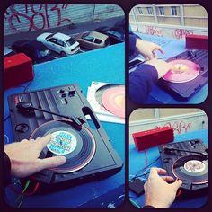 Urban Scratch Session :) #turntablism #portablist #handytrax #raidenfader #diess#vinyljunkie #skratch #45rpm by fmr2mars http://ift.tt/1HNGVsC
