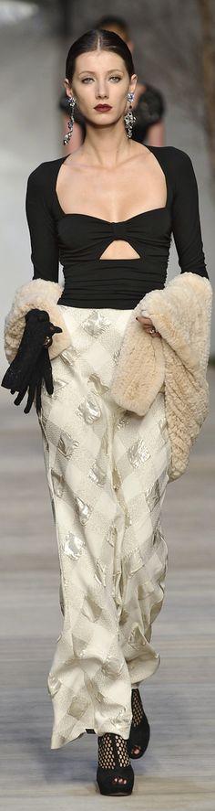 Diamond Cowgirl ~ Mariella Burani V Beautiful Gowns, Beautiful Outfits, Cool Outfits, Fashionable Outfits, Couture Fashion, Runway Fashion, Womens Fashion, Fashion Week, High Fashion