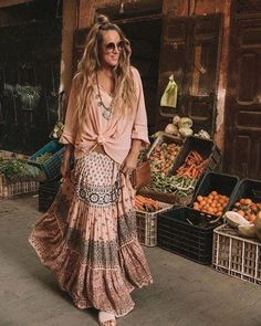 Bohemian Style 762234305666036462 - Bohemian style clothing, boho fashion outfit, gypsy skirt, boho tops Source by bohoandflower Hippie Style, Bohemian Style Clothing, Hippie Boho, Boho Gypsy, Bohemian Skirt, Gypsy Skirt, Boho Skirts, Gypsy Style, Bohemian Clothing