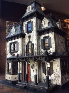 30 Cool Haunted House Crafts Perfect for Halloween These trendy Halloween ideas would gain you amazing compliments. Check out our gallery for more ideas these are trendy this year. 30 Cool Haunted House Crafts Perfect for Halloween Beacon Hill Dollhouse, Haunted Dollhouse, Haunted Dolls, Dollhouse Kits, Victorian Dollhouse, Dollhouse Miniatures, Modern Dollhouse, Haunted Houses, Halloween Diorama