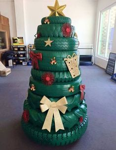 Cool Idea For An Outdoor Christmas Tree. Or Great Christmas Decor For A Man Cave Or Garage! Could even add some lights. Recycled Christmas Tree, Creative Christmas Trees, Christmas Yard Decorations, Xmas Tree, Christmas Holidays, Holiday Tree, Funny Christmas, Redneck Christmas, Christmas Vacation