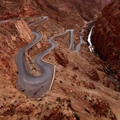 Dangerous Roads around the World. The Dades Gorge, lying in the Atlas Mountains, is beautiful to look at, but not while you're driving this twisty-turvy road. Grand Canyon, Big Sur California, Beautiful Roads, Beautiful Places, Cool Pictures, Cool Photos, Amazing Photos, Dangerous Roads, Les Continents