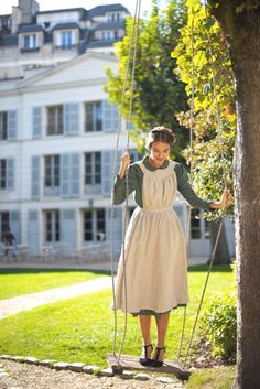 Marmee pinafore, Linen apron in Natural Vintage Outfits, Vintage Dresses, Country Girl Outfits, Victorian Fashion, Vintage Fashion, Victorian Era, Pinafore Apron, Look Retro, Linen Apron