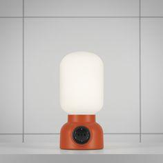 Plug Lamp | From Us With Love    Lampu keren. Ada colokannya. Jadi bisa sambung menyambung menjadi satu. Idenya sama sih dengan lampu zaman dulu itu.