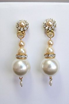 ********** Ready to ship ********  So Classic Luxe Vintage inspired Bridal pearls and rhinestone earrings features simplicity of Swarovski ivory white pearls and Crystal clear rhinestone dangle from t