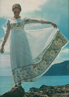 Dame Julie Andrews-Edwards in Hawaii - Look magazine - December 28, 1965