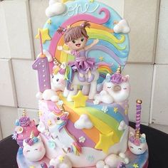 12 Awesome Unicorn Cake Ideas Unicorns are a popular party theme among children these days, especially young girls. Baby Birthday Cakes, Baby Girl Cakes, Unicorn Birthday Parties, Unicorn Party, Rainbow Party Decorations, Diy Cake, Pusheen, Cute Cakes, Celebration Cakes