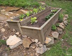 How to build an Organic Raised Bed on a Sloped Yard Last summer we embarked on a big landscaping pro Raised Garden Bed Plans, Building Raised Garden Beds, Raised Beds, Raised Vegetable Gardens, Raised Gardens, Hillside Garden, Sloping Garden, Terrace Garden, Sloped Yard