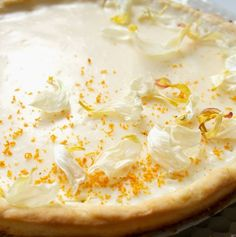 Hämmentäjä: Light and fresh lemon pie, perfect dessert for a First of May party. Kevyt ja raikas sitruunapiirakka, loistava vappujälkiruoka