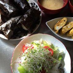 めずらしく和食。 - 23件のもぐもぐ - おにぎり、梅じゃこ卵焼き、サラダ、お味噌汁、シナノゴールド by schenklu