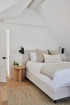 neutral home decor neutral bedroom design // hardwood floors // woven rug // vaulted ceiling // light gray bedding Furniture For Small Spaces, Small Rooms, Decorating Small Spaces, Small Bedroom Furniture, Furniture Layout, Furniture Ideas, Home Furniture, Decoration Bedroom, Decoration Design