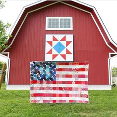 Yankee Doodle Dandy quilt pattern by Maker Valley / Holly Lesue American Flag Quilt, Yankee Doodle Dandy, Patriotic Quilts, Fabric Pictures, Happy Memorial Day, Quilt Sizes, Fabric Strips, Barn Quilts, Quilt Patterns
