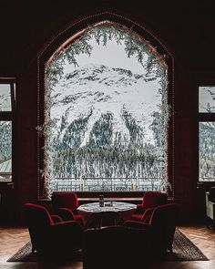 Moritz: joie de vivre and unrivaled well-being in an iconic Hotel. Christmas Mail, Christmas Themes, Christmas Lights, Autumn Cozy, Palace Hotel, Through The Window, Beautiful Hotels, Time Of The Year, Fun Projects