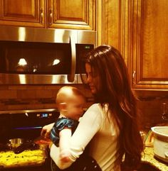 Selena Gomez cooks dinner with her sister Gracie!