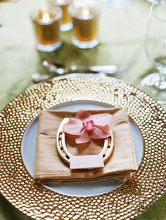 Gold equestrian details with a gold plate and horse shoe Equestrian Table Settings