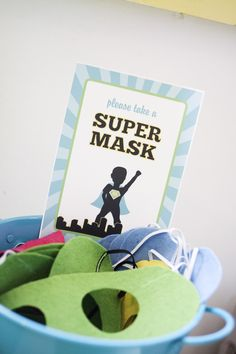 Superhero party: apple green, turquoise and yellow