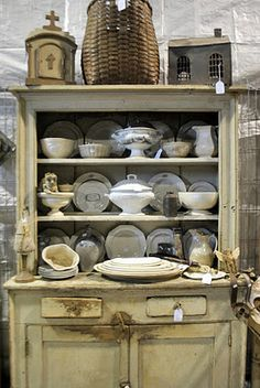 you could do this with your welsh dresser kate China Storage, All White Room, Wooden Containers, Welsh Dresser, Old Baskets, Cottage Kitchens, Treasure Hunting, Shop Layout, Cabinet Decor
