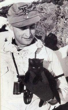 czarny kotek tak ci wróży ....