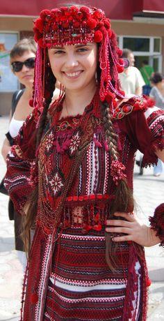 Folk Fashion, Muslim Fashion, Ethnic Fashion, Colorful Fashion, Fashion Art, Girl Fashion, Fashion Outfits, Ukraine Women, Ukraine Girls