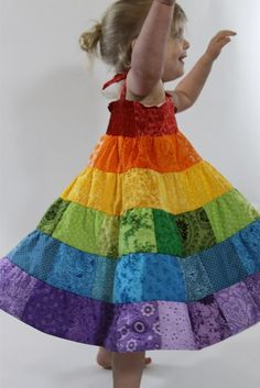 I love this! Must make for Sophia's rainbow birthday party :)