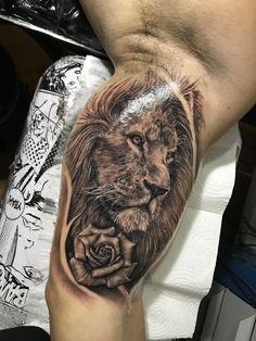 Lion Tattoo Sleeves, Best Sleeve Tattoos, Top Tattoos, Tattoos For Guys, Lion And Rose Tattoo, Black Rose Tattoos, Ricks Tattoo, Inner Bicep Tattoo, Chris Garver