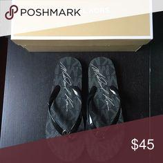MICHAEL KORS Black Sandal Flip Flops MAKE AN OFFER                                       ⭐️❗️BUNDLES special price❗️⭐️ Michael Kors Shoes Sandals