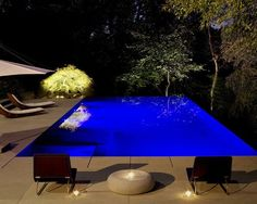 Contemporary Swimming Pool with Infinity pool, exterior stone floors, Raised beds Mini Swimming Pool, Swimming Pools Backyard, Small Backyard Landscaping, Swimming Pool Designs, Backyard Ideas, Backyard House, Mini Pool, Landscape Lighting, Outdoor Lighting