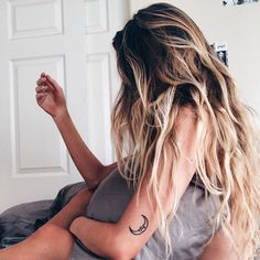 I want my hair to be this long and have different shades in my hair too.
