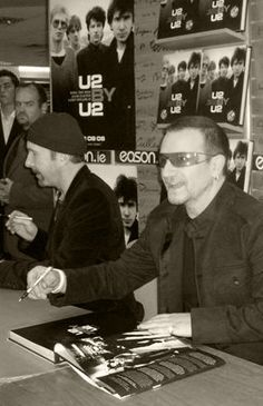 Why couldn't we be so lucky to see a book signing! U2 Music, Music Love, Music Is Life, U2 Band, U2 Vertigo, Irish Rock, Larry Mullen Jr, Bono U2, U 2