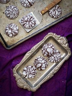 Ginger Molasses Dark Chocolate Crinkle Cookies from Perry Perry & Diane (White On Rice Couple) Chocolate Crack, Chocolate Crinkle Cookies, Chocolate Crinkles, Chocolate Pies, Homemade Chocolate, Chocolate Heaven, Molasses Cookies, Crack Cookies Recipe, Recipe For Crack