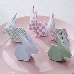 Lapins pâques origami                                                                                                                                                                                 Plus Diy Origami, Origami Paper Folding, Origami And Kirigami, Diy For Kids, Crafts For Kids, Diy Ostern, Diy Projects To Try, Easter Crafts, Diy And Crafts
