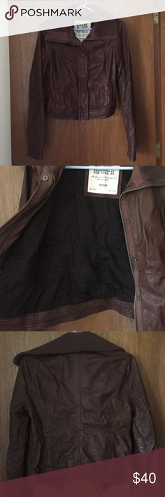 Ruehl No. 925 Women's Leather Jacket, Size Medium Used, but in excellent shape. Outside is leather and inside is 100% cotton. Zipper works great and so do all the buttons. Seam is coming undone a little near the pocket. (Noted in picture) Ruehl No. 925 Jackets & Coats
