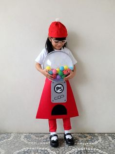 Zoë is that girl who comes up with wild costume ideas. Last Halloween, she wanted to be a cupcake. Last Halloween, Cute Halloween Costumes, Diy Costumes, Halloween Ideas, Costume Ideas, Gumball Costume, Gumball Machine Costume, Costume Tutorial, Toddler Costumes