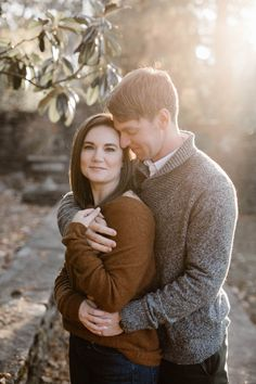 Cozy Fall Engagement Photos in Tennessee | Knoxville Engagement Photographer Erin Morrison Photography www.erinmorrisonphotography.com #knoxvillephotographer #knoxvilleweddingphotographer #knoxvilleengagemenphotographer #engagementphotos #engagementphotography #whattowearforengagementphotos #fallengagement #fallengagementphotos Engagement Outfits, Fall Engagement, Engagement Session, Engagement Photos, Groom Outfit, Autumn Garden, Tennessee Knoxville, Photo Look, Engagement Photography