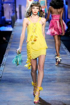 Christian Dior Spring 2011 Ready-to-Wear Fashion Show - Sophie Srej
