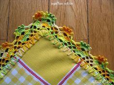 Olá!!!  Hoje mostro a simplicidade dos barradinhos em panos de cozinha, ou panos de prato. Eles dão um toque especial, tran... Picot Crochet, Crochet Lace Edging, Crochet Butterfly Pattern, Projects To Try, Knitting, Crochet Dish Towels, Crochet Dishcloths, Crochet Triangle, Crochet Kitchen