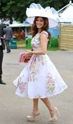 Kelly Brook looking gorgeous at Ascot #kellybrook #ascot #ladiesday
