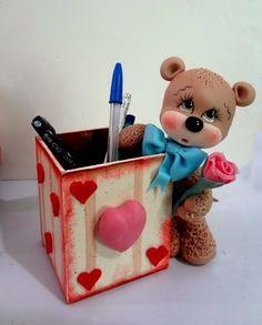 Pasta Flexible Lulu Mendoza: Amor y amistad 201 Cute Polymer Clay, Polymer Clay Dolls, Clay Crafts, Diy And Crafts, Clay Bear, Crea Fimo, Pot A Crayon, Clay Figurine, Clay Ornaments